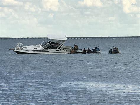sinking boat florida boat sinking off courtney cle bridge ta the hull