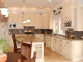 Kitchen Designs White Cabinets by Antique White Kitchen Cabinets Home Design Traditional