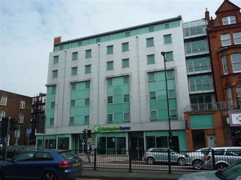 front of hotel picture of holiday inn express london