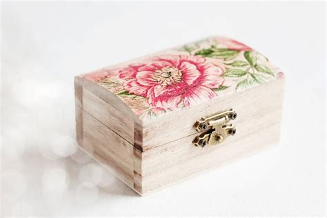 decoupage jewelry box ideas 107 best images about decoupage jewelry boxes on