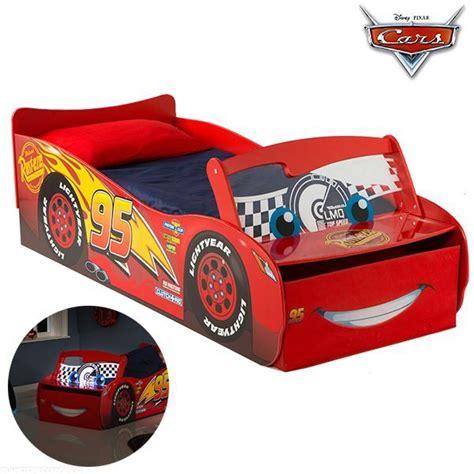 Lit Enfants Cars by Lit Voiture Cars Lumineux Lit Enfant Flash Mcqueen Disney