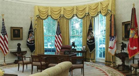 trump changes to oval office trump gave the white house a patriotic makeover