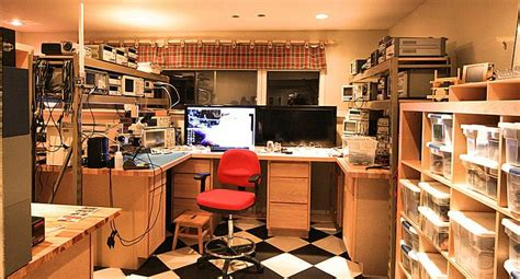 now this is a electronics technicians lab be sure