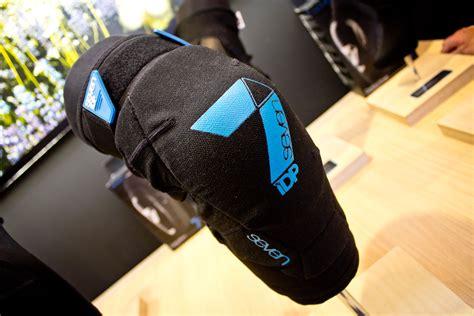 Seven 7 Idp Knee Protect seven idp flex knee pads 2015 mountain bike apparel protection at eurobike 2014 mountain