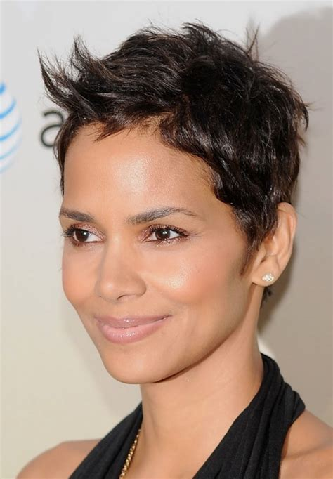 how to style a pixie cut like halle berry haute or not anne hathaway s new pixie haircut beauty