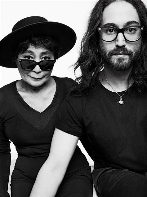 imagenes de john lennon en blanco y negro v magazine yoko ono and sean lennon bifocals