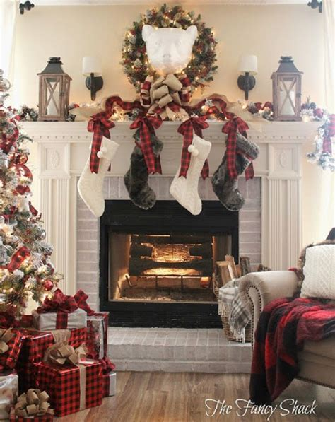 xmas decor for fireplace 10 best ideas about christmas fireplace decorations on