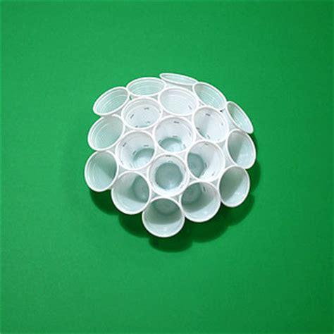 palla con bicchieri di plastica il problema di tammes e le sfere di bicchieri