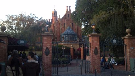 haunted house disneyland disney s haunted mansion wallpaper wallpapersafari