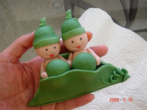 two peas in a pod baby shower cake fondant two peas in a pod cake topper made to match