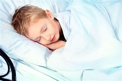 bambini pipi a letto perch 233 mio figlio fa la pipi a letto mamma felice