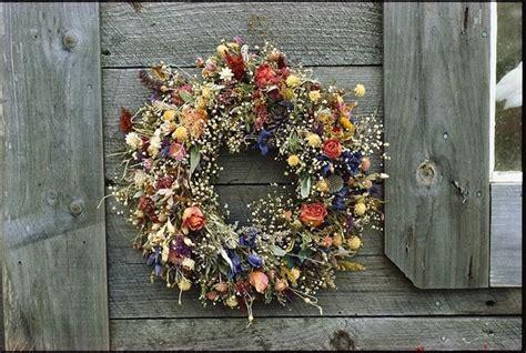 come fare una composizione di fiori freschi realizzare composizioni di fiori secchi fiori secchi