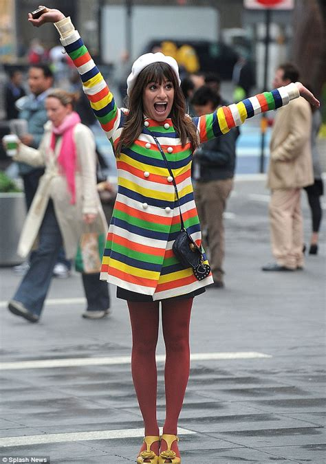 Michelles Arrives At Nyc Apt This Morning by Glee S Lea Michele Lights Up Times Square In A