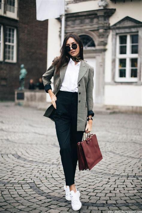 Layer Hitam Putih Sleeve 12 mix match scarf bikin penilanmu jadi nggak bosenin
