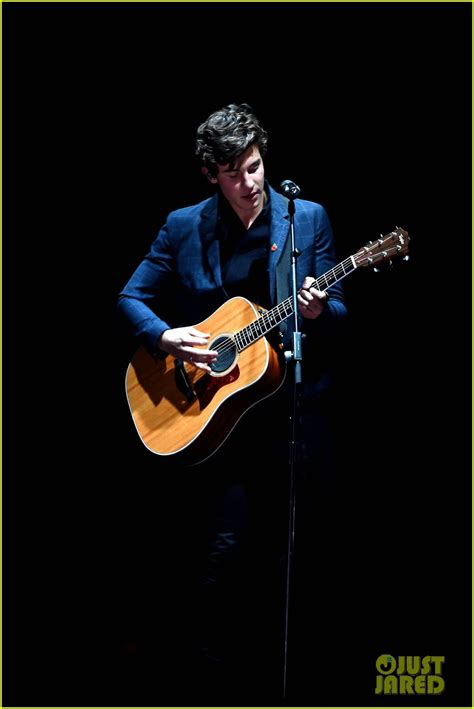 shawn mendes house shawn mendes brings house down with there s nothing holdin me back mtv emas