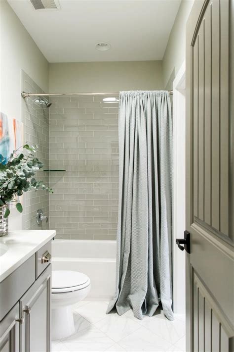 Hall Bathroom Ideas by Best 25 Hall Bathroom Ideas On Pinterest Guest Bathroom