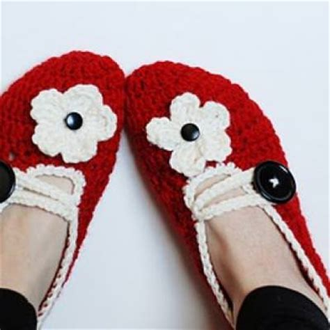 how to crochet house slippers how to make crochet house slippers tutorial tip junkie