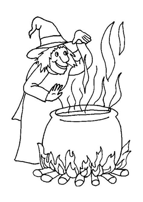 Une sorcière entrain de fabriquer une potion magique dans