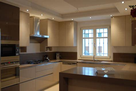 illuminazione per cucina moderna cucina moderna legno chiaro con led segala arredamenti