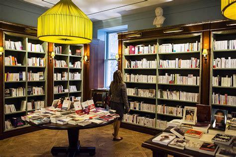 librerie francesi des corners de livres fran 231 ais dans les librairies