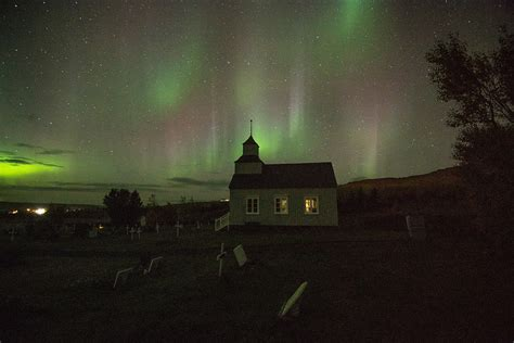 good place to see northern lights in iceland the best time and place to see the the northern lights in