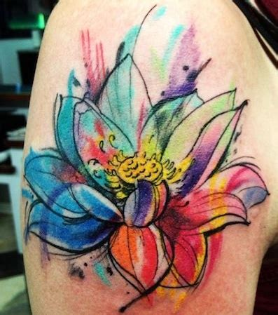fiori di loto braccio idee tatuaggio fiori di loto