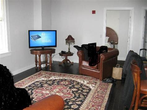 2 bedroom suites buffalo ny right half of sitting room 2 bedroom suite white walls