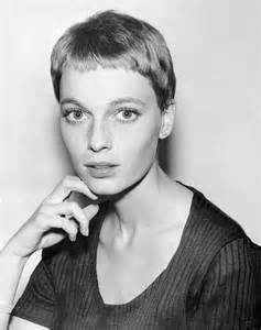 farrow haircut mia farrow s 6 best haircuts vogue
