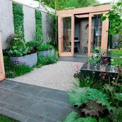 Small Courtyard Garden Ideas Best 25 Small Courtyards Ideas On Courtyard Gardens Small Courtyard Gardens And
