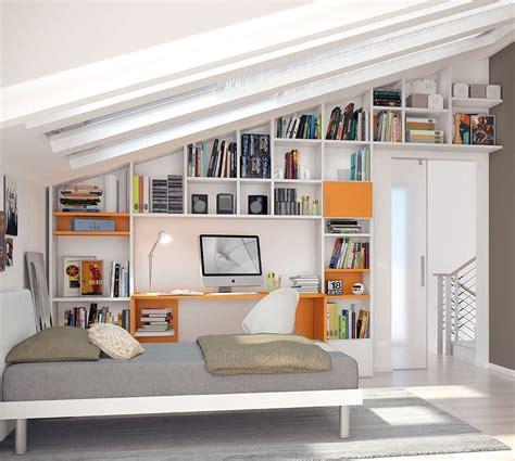 librerie per mansarde amazing utilizzate colori moderni e chiari e pulite with