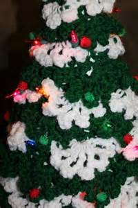 This lighted crochet christmas tree is sold on etsy by gamalina