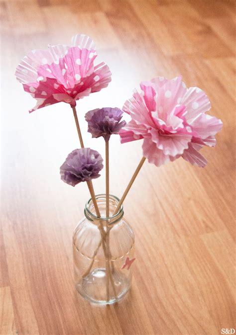 diy des fleurs en papier avec des moules 224 cupcakes