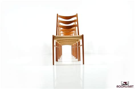 set of 6 dining chairs in teak room of