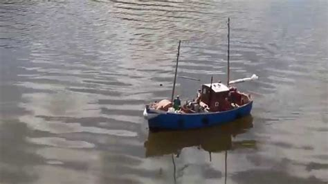 rc boat fishing boat rc fishing boats www imgkid the image kid has it