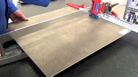 taglio piastrelle taglio di gres porcellanato 4mm con tagliapiastrelle