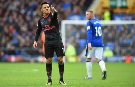 alexis sanchez corner everton ballboy goes viral for this moment during an