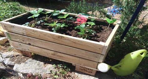 Attrayant Idee Deco Jardin Recup #3: jardiniere-en-palette-a-faire-aisement-en-diy-deco-palette.jpg