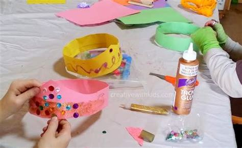 How To Make Crowns Out Of Construction Paper - diy royalty how to make a paper crown skip to my lou