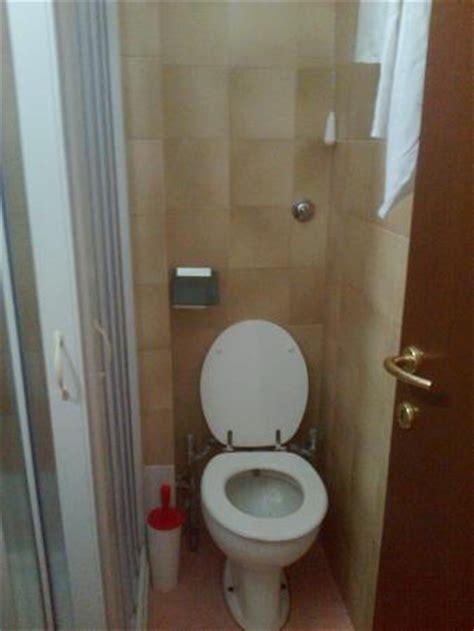 vaso igienico bagno con bidet incorporato bocchetta acqua dentro wc
