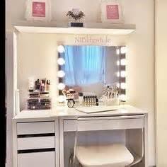 Makeup And Vanity Set 88 88 Rar Make Up Spiegel Ikea Zoeken Toilettafel