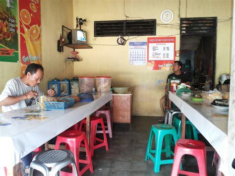 Meja Warung nasi pecel dono makan keliling