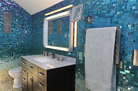 Shell Bathroom Mirror - 12 tropical bathrooms with summer style