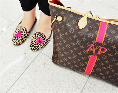 Does Your Thirteen Year Need A Louis Vuitton Purse by 5 Reasons To Invest In A Louis Vuitton Neverfull