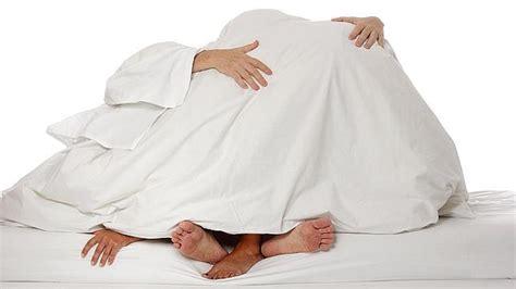 videos de hacer amor en la cama como hacer el amor a un hombre en la cama videos