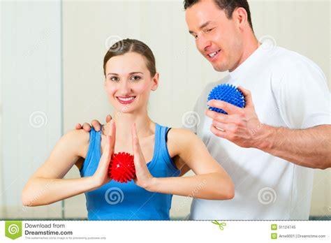imagenes emotivas terapia paciente en la fisioterapia que hace terapia f 237 sica foto