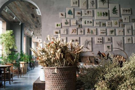quadri di fiori secchi come arredare casa con i fiori secchi bigodino