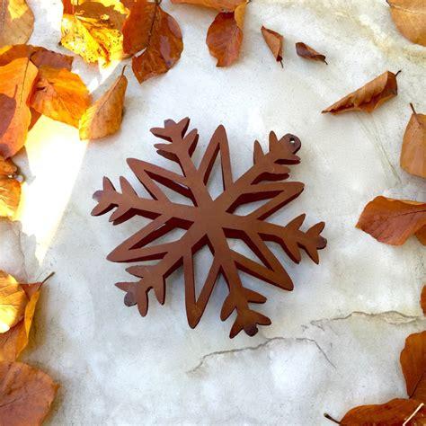 garten dekorieren weihnachten winter garten dekoration strohsterne wie antik rost