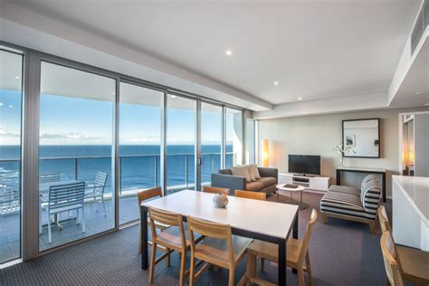 2 bedroom apartments surfers paradise accommodation 4 bedroom apartments surfers paradise myminimalist co