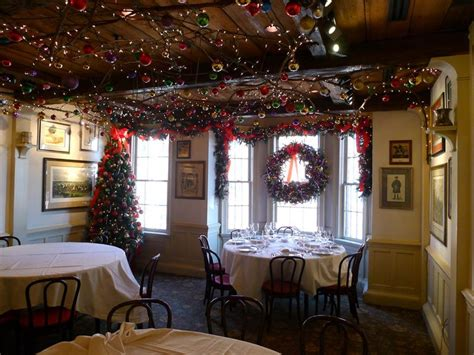 restaurants   world  nailed  christmas