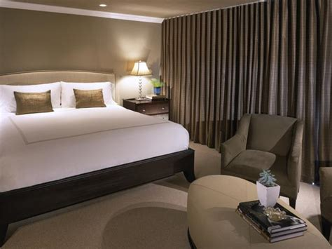 Hotel Style Bedroom Furniture Best 25 Hotel Bedrooms Ideas On Pinterest Hotel Style Bedding Hotel Design Interior And